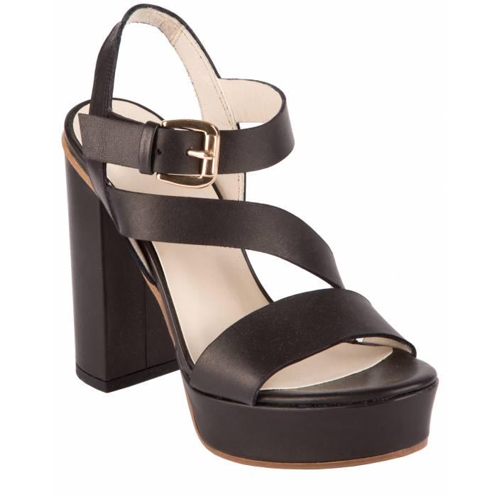 Sandalo con tacco e fibbia