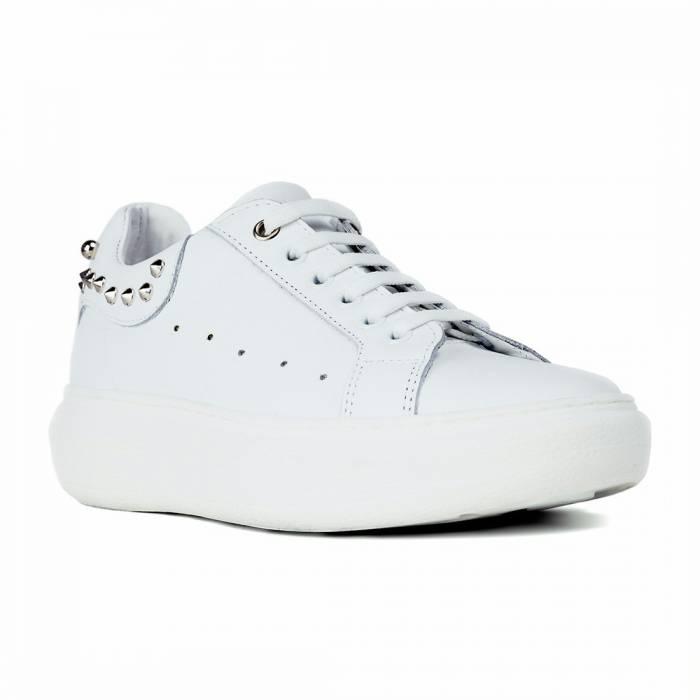 Sneakers 100